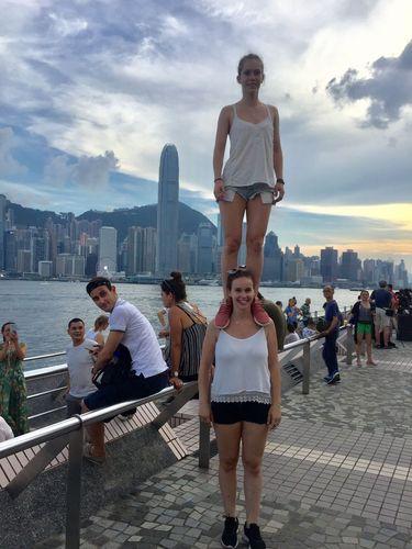 Sophie-Marie Nattmann und Caroline Wurth beim Sightseeing Hong-Kong
